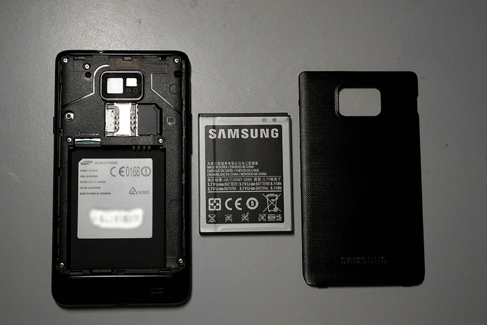 Samsung_Galaxy_S_2_and_its_removable_parts